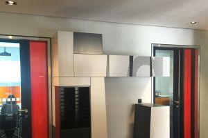 vybavení kanceláří a recepce - realizace návrhu architekta